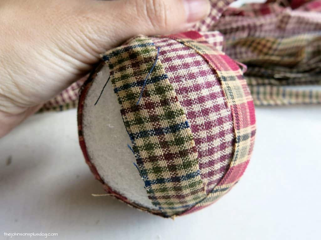 Primitive christmas ornaments - Diy Homespun Fabric Christmas Ornaments Click Through For Detailed Tutorial For 4 Different Kinds Of