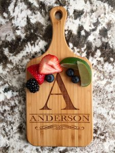 Gift Guide for Newlyweds | Gift for Newlyweds | Christmas Gift Ideas | Personalized cutting board from Qualtry