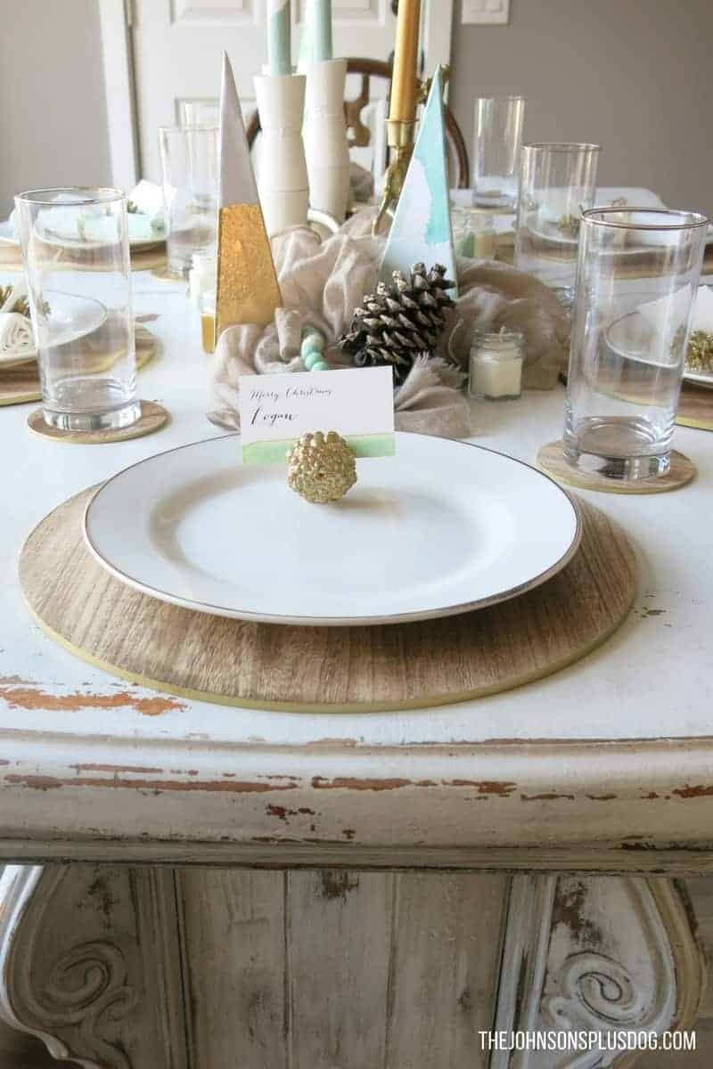 Mint & Gold Modern Christmas Tablescape | Modern Christmas | Modern Farmhouse | Farmhouse Christmas | Mint and Gold | Rustic Modern Christmas | Christmas Table Ideas | Mid Century Christmas | Table inspiration for Modern Christmas
