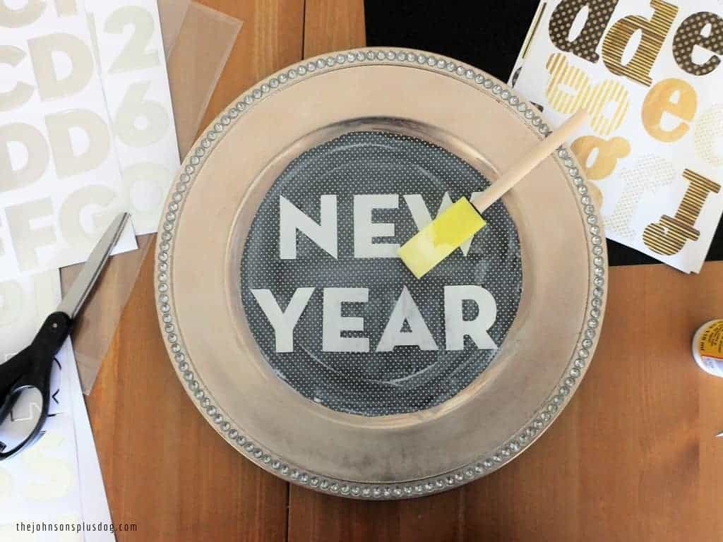 DIY New Years Eve Party Platters | NYE Party Platters | New Years Eve Platter | New Years Eve Tray | DIY Tray for New Years | Platters for New Years | Drink tray for NYE | DIY Drink Tray | Party ideas for New Years Eve | New Years Party Inspiration | Gold Chargers turned into party platters | Chargers turned into trays