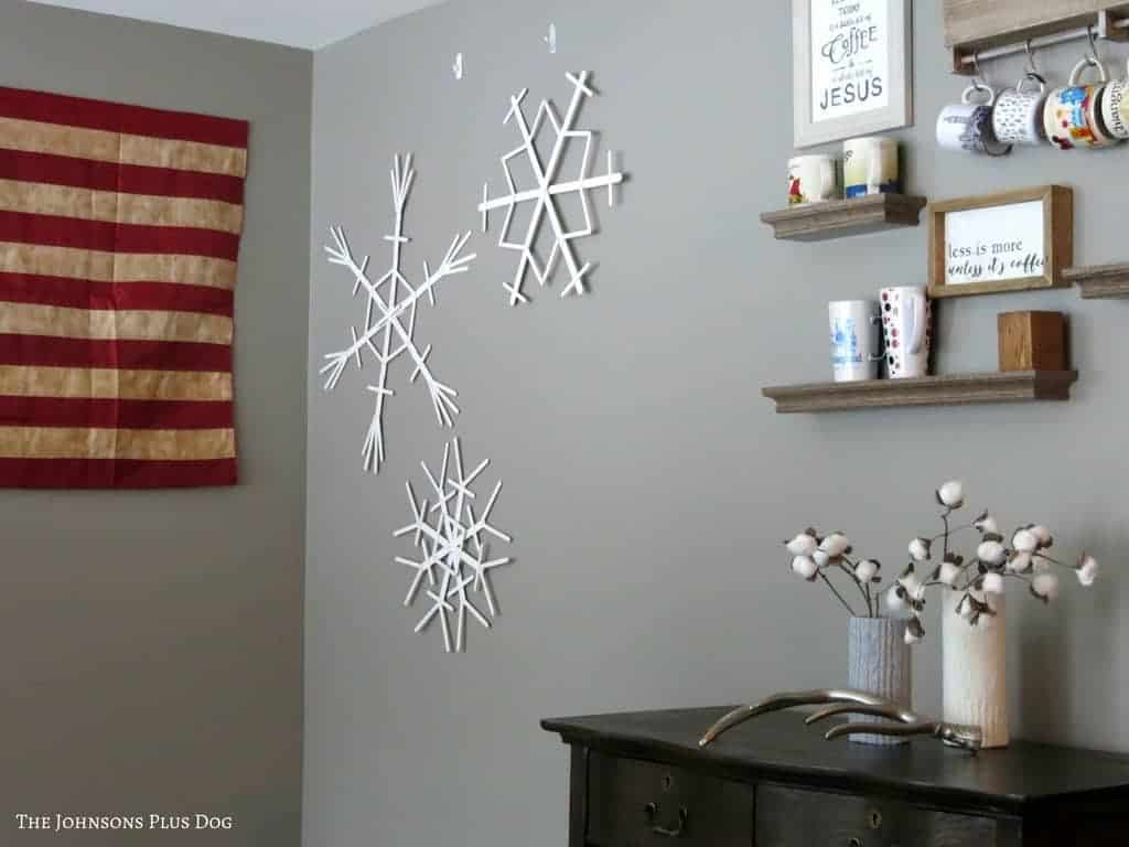 Popsicle Stick Snowflakes | Make snowflakes with popsicle sticks | Wooden craft stick snowflakes | Snow crafts | Snowy crafts for kids | Snowflakes for your walls | Hanging snowflake on your walls | Craft stick crafts | Dollar Store crafts | Cheap crafts | DIY snowflakes | Winter crafts | Wintery crafts | How to decorate after Christmas | Post-Christmas decorations | Changing your home to winter after Christmas