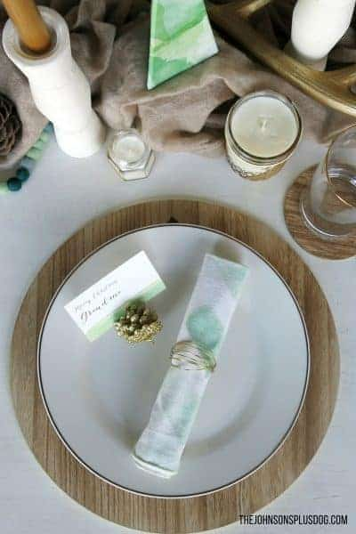 Mint & Gold Modern Christmas Tablescape