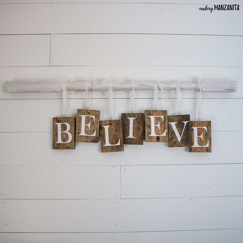 DIY Christmas sign with farmhouse style | Fixer upper Christmas decor ideas | BELIEVE sign for your wall | Holiday decorations you can make yourself | Spindle on the wall | Spindle sign with letters hanging | Wood signs to make for Christmas | How to make your own Christmas decorations