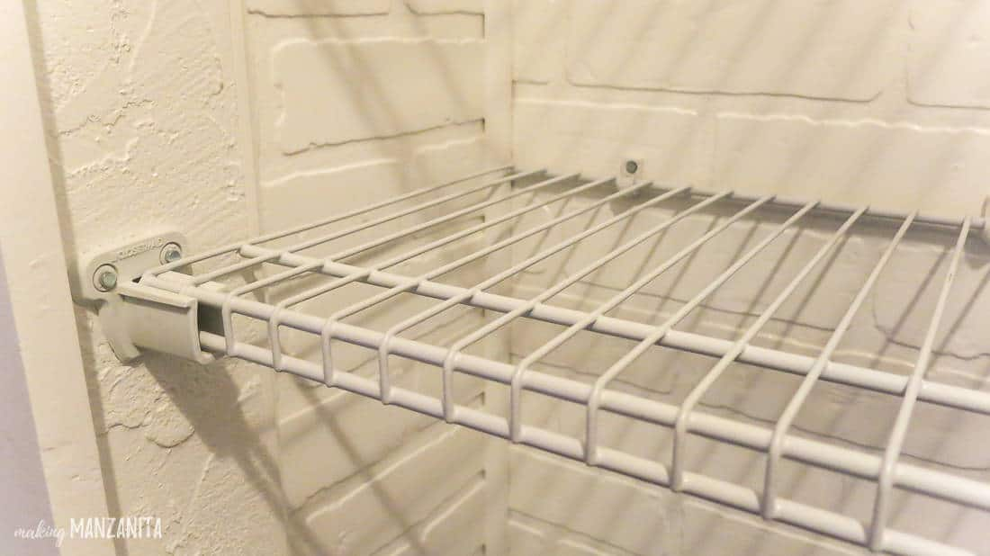 Wire shelving bracket