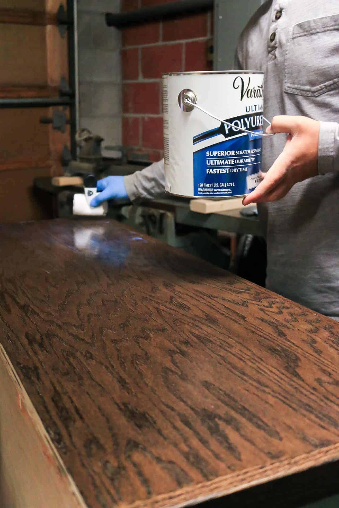 Applying polyurethane to the top of wood cabinet top