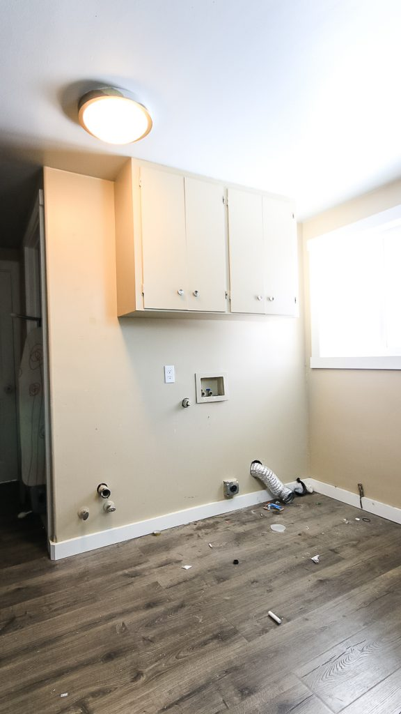 Image of the laundry room before renovation