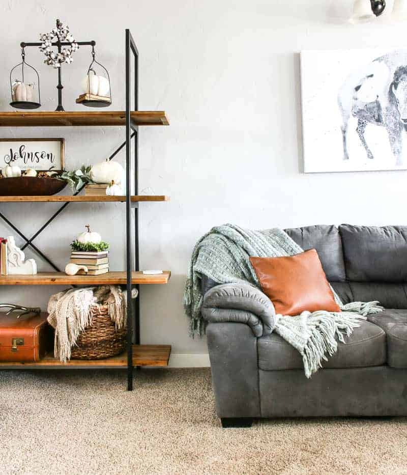 Living Room Ideas To Fall In Love With: Living Room Shelf Ideas With Pumpkin Decorations For Fall