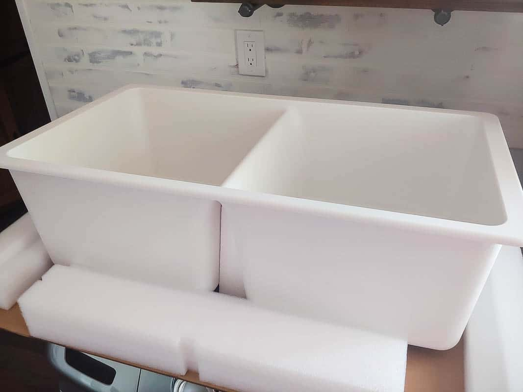 White undermount kitchen sink