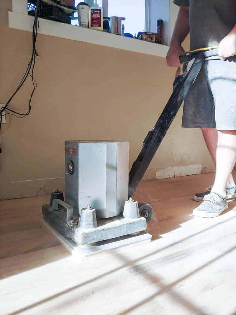 How to install hardwood floors and sand before finishing