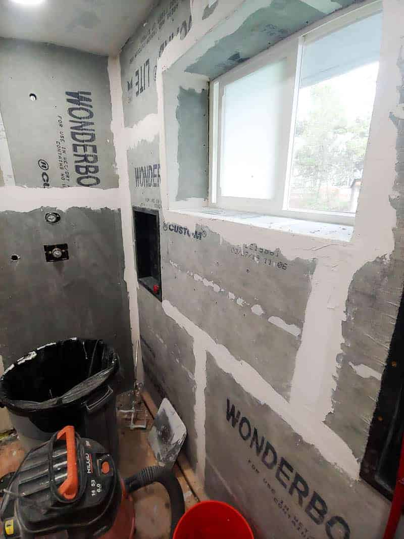Bathroom drywall with some line paints