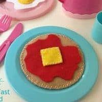 DIY Felt Breakfast Play Food from Jonesin' for Taste