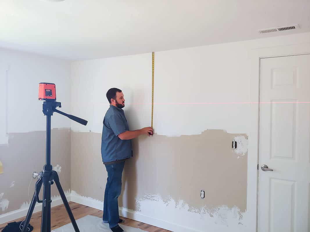 Man measuring and drawing level on the wall.