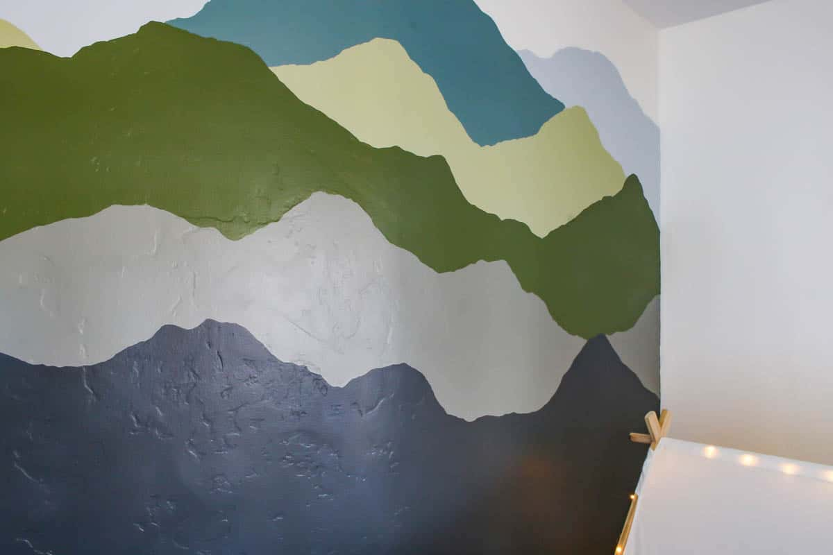 After picture of the painted wall mural with mountains