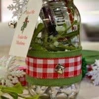 Mason Jar Christmas Kiss Kit from FrugElegance