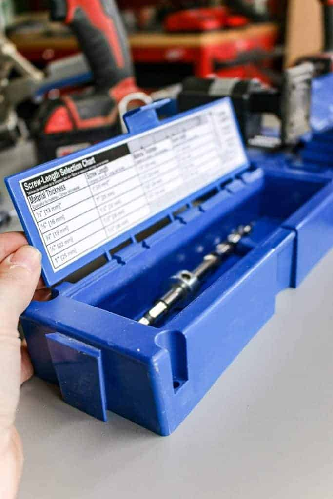 shows a side angle view of the drill bit of a Kreg Jig K5 System in the blue box with various instructions of screw length selection chart