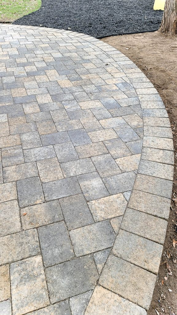 edge of curved patio with stone pavers