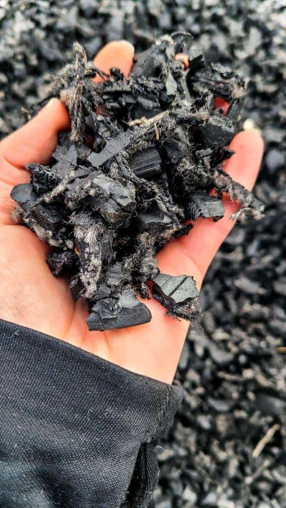hand full of black rubber mulch