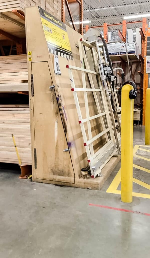 shows a panel saw in a home improvement store