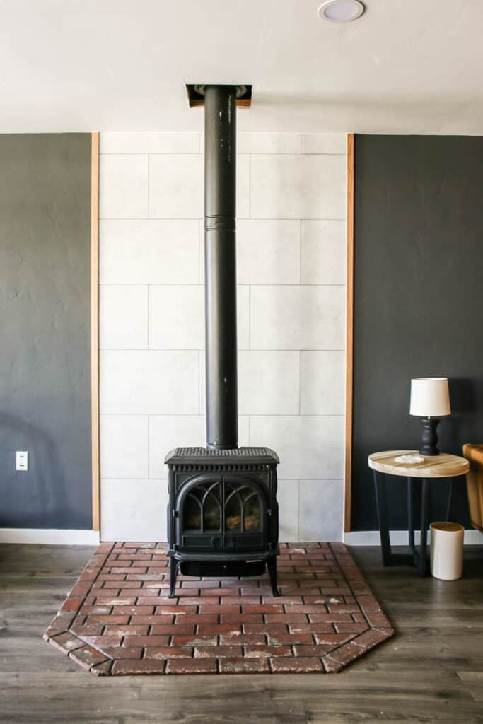 This easy DIY fireplace makeover came together in just a few hours and with no power tools!